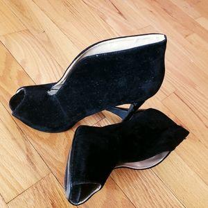 Anne Michelle cut out heels